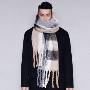 Extra Long Checkered Wool-Scarf 47