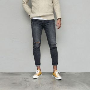 Body-skimming Slim Black Cutting-Jeans 575